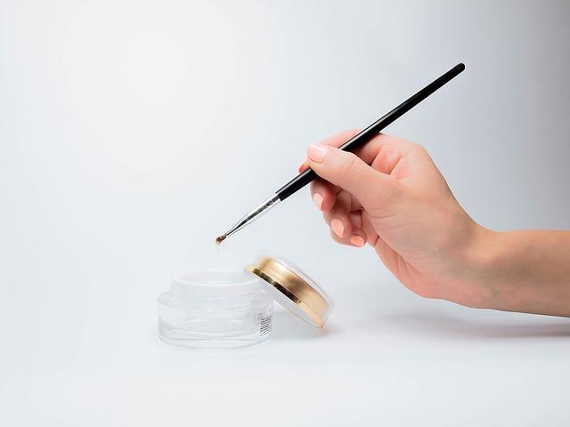 爪が割れたらすべき対処法【簡単な3つの応急処置とは】