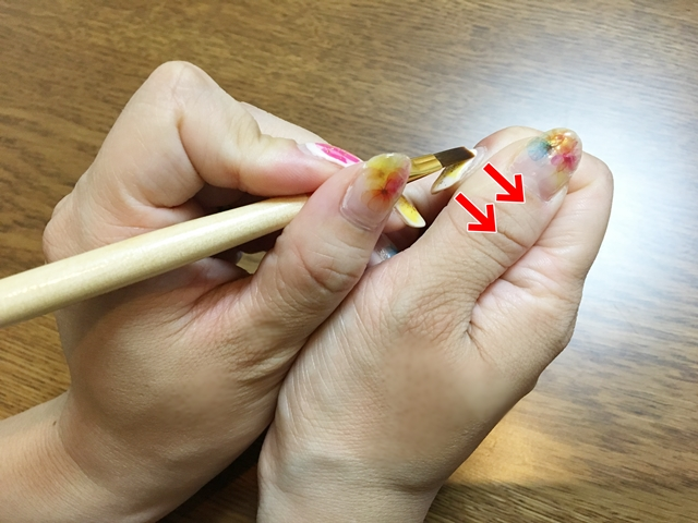 利き手側のセルフジェルネイルを上手に塗るコツと便利グッズ!