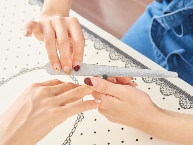 ネイルサロンで爪切りはできる?初めてサロンに行くときの注意点
