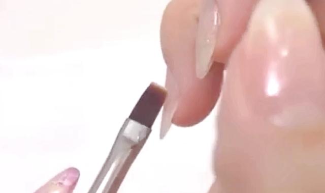 ジェルネイル【サイドがガタガタ!】綺麗に塗る方法は〇〇にあり!