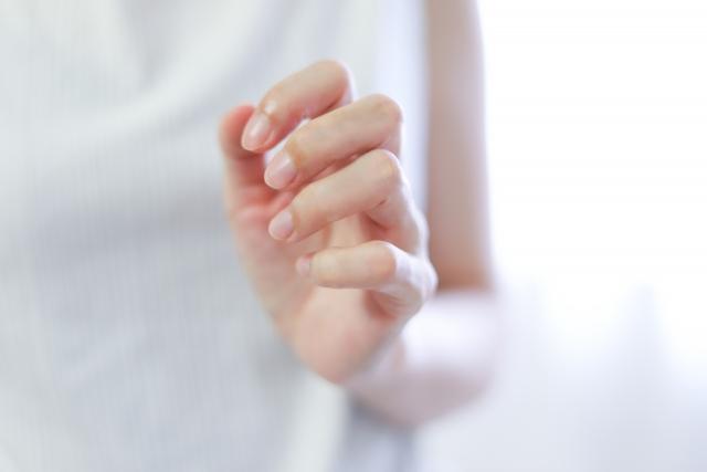 【反り爪さん必見】ジェルネイルの塗り方!〇〇で埋めてぷっくり美爪